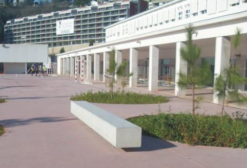 Mobiliario urbano for Banco exterior contacto